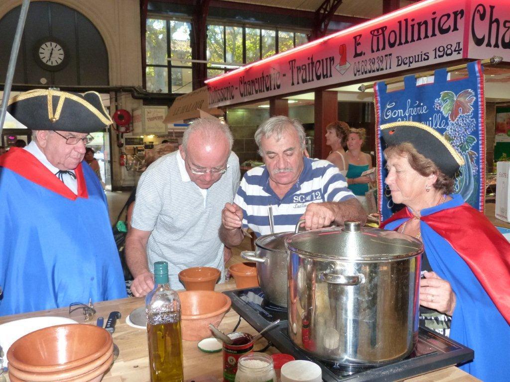 110ans-halles-narbonne-bourride-anguilles-22-sept-2011-04