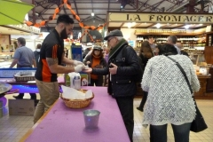 halles_narbonne_animation_paques_rcnm_omelette_chasse-oeuf-2016-82