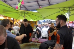 halles_narbonne_animation_paques_rcnm_omelette_chasse-oeuf-2016-85