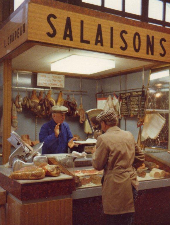scene XXeme siecle dans les halles de narbonne Salaison Chapeau-1944-1973