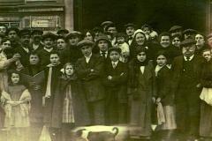 scene exterieure XXeme siecle halles de Narbonne vers 1915