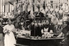 scene interieure XXeme siecle halles de Narbonne vers 1906 A
