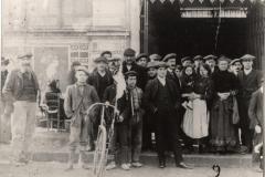 scene exterieure XXeme siecle halles de Narbonne vers 1907 A