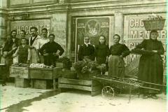 scene exterieure XXeme siecle halles de Narbonne vers 1907