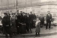 scene exterieure XXeme siecle halles de Narbonne vers 1921