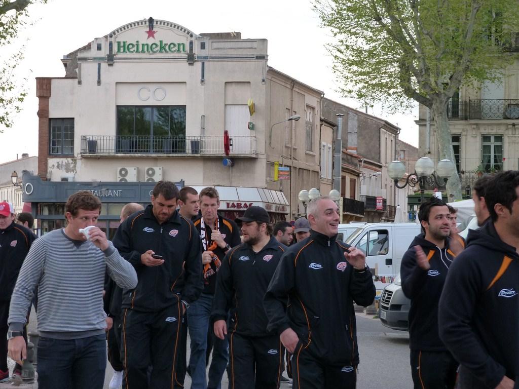 rcnm_petit_dejeuner_lancement_saison_echarpes_halles_narbonne_2012-25