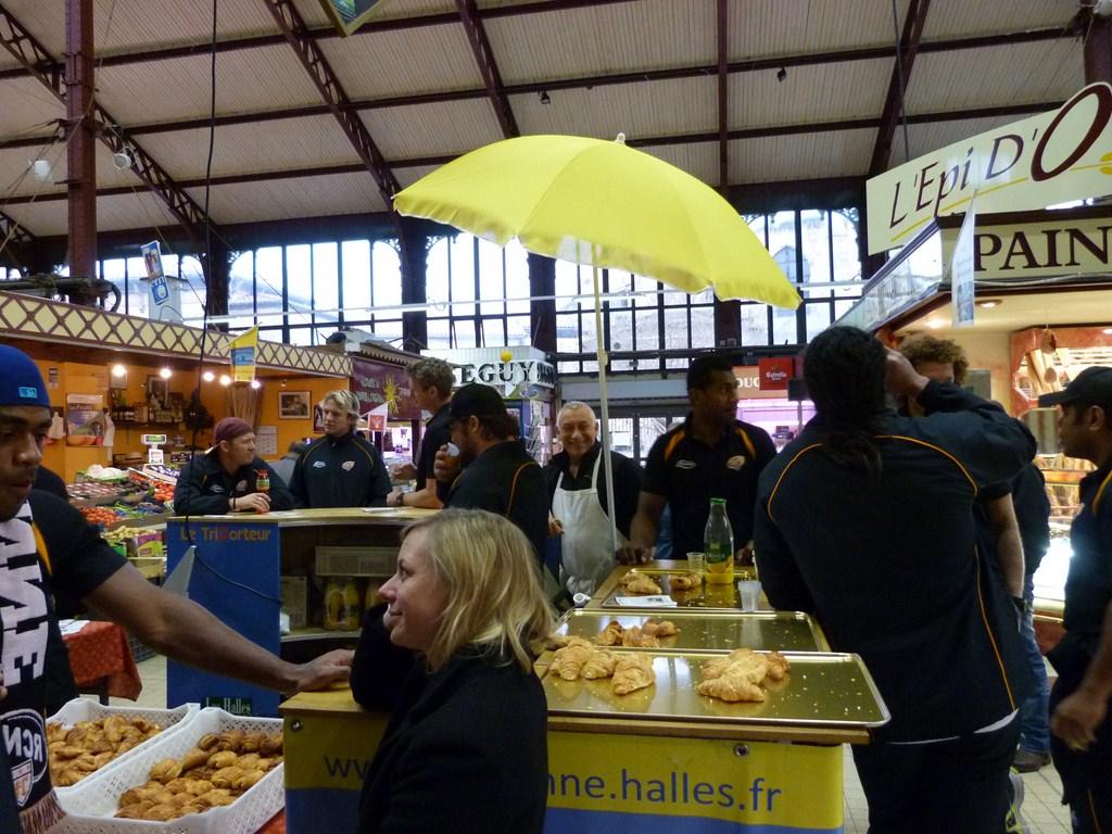 rcnm_petit_dejeuner_lancement_saison_echarpes_halles_narbonne_2012-52