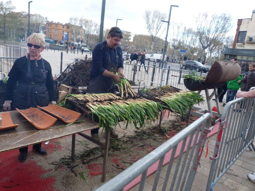 les_halles_de_narbonne_calçotade_calçotada_derby_rcnm_usap_cercle_occitan-18