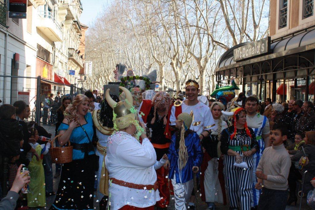 carnaval-animation-halles-narbonne-2011-48