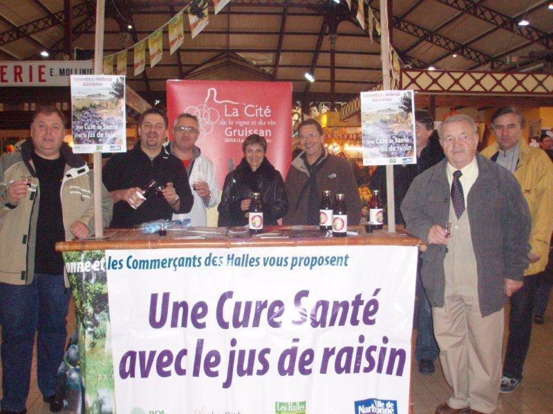 Halles_Narbonne_-_Cure_jus_de_raisin_&_Confreries_2008_(1)