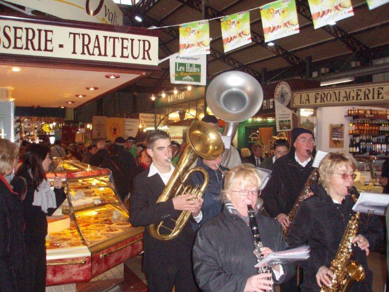 Halles_Narbonne_-_Cure_jus_de_raisin_&_Confreries_2008_(3)