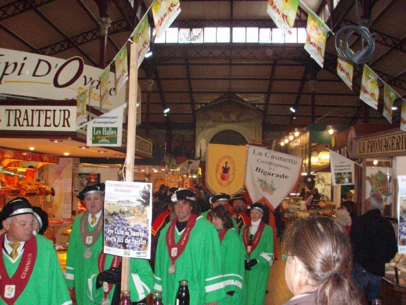 Halles_Narbonne_-_Cure_jus_de_raisin_&_Confreries_2008_(4)