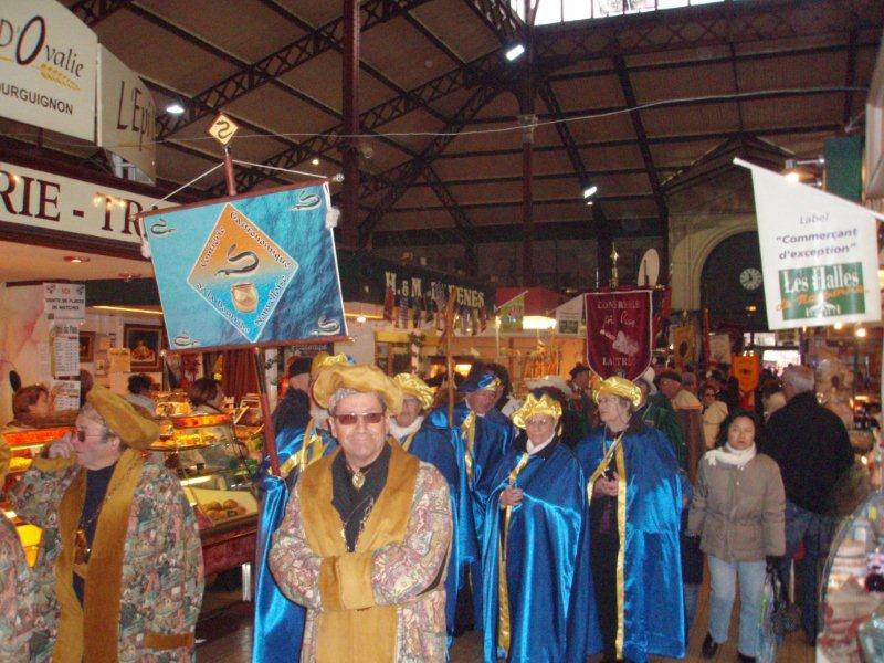 Halles_Narbonne_-_Cure_jus_de_raisin_&_Confreries_2008_(7)