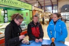 tour_de_france_a_pied_halles_narbonne_grandsudFM_laurent-granier_aurelie_derreumaux_17-04-2012-2