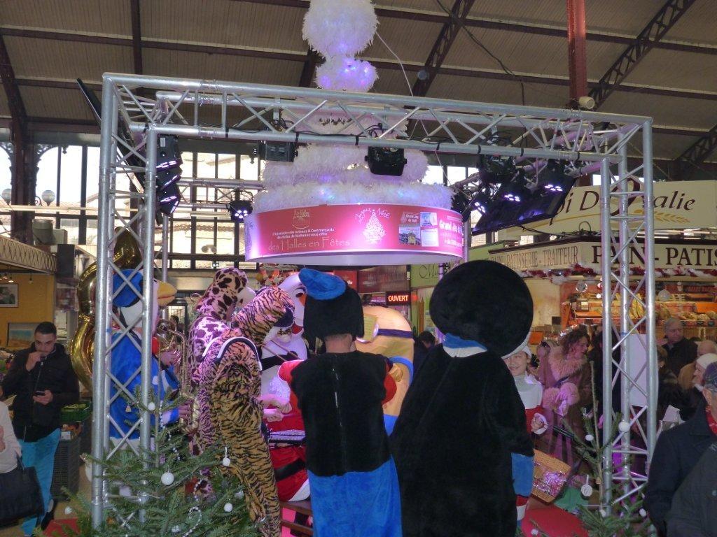 halles_narbonne_noel_animation_pere_noel_mascottes_parade_fanfare_2016-10