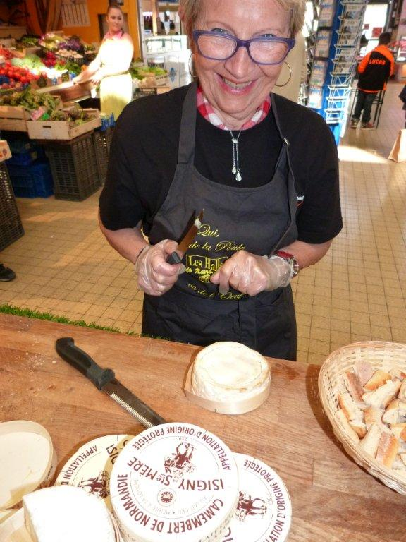 halles_narbonne_animation_fromage_isigny_camembert_beurre-14