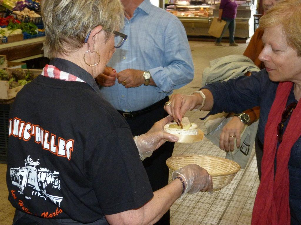halles_narbonne_animation_fromage_isigny_camembert_beurre-5