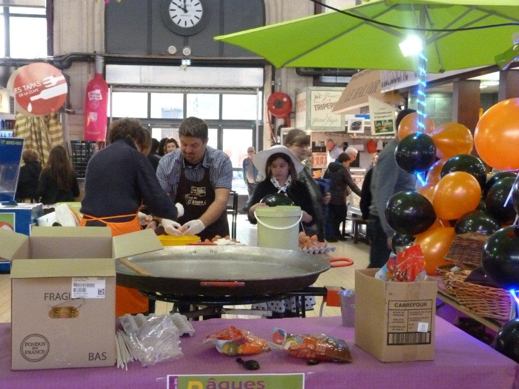halles_narbonne_animation_paques_rcnm_omelette_chasse-oeuf-2016-04