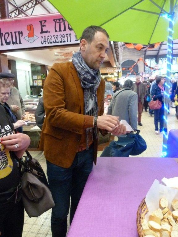 halles_narbonne_animation_paques_rcnm_omelette_chasse-oeuf-2016-50