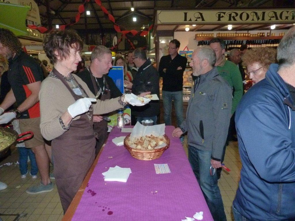 halles_narbonne_animation_paques_rcnm_omelette_chasse-oeuf-27-03-2016-77