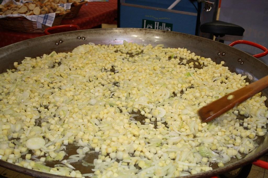 halles_narbonne_paques_omelette_jeanclaude_dreyfus_medaille_touristique_triporteur_rcnm_tignous_pinpin_cocotte_2012-01