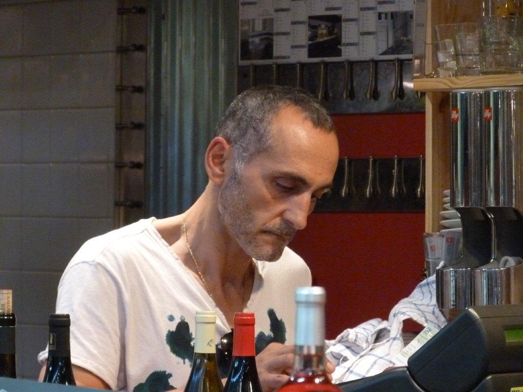 les_halles_de_narbonne_les_tapas_de_la_clape_firat_abbas_caviste_vin_tapas_manger_restaurant-03