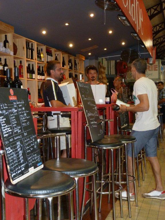 les_halles_de_narbonne_les_tapas_de_la_clape_firat_abbas_caviste_vin_tapas_manger_restaurant-10