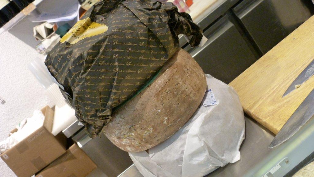 halles_narbonne_fromager_fromagerie_oules_fromage_creme_beurre-10