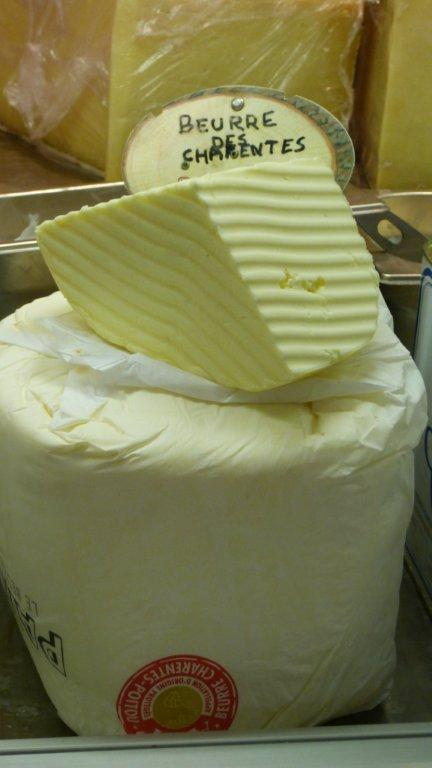 halles_narbonne_fromager_fromagerie_oules_fromage_creme_beurre-11