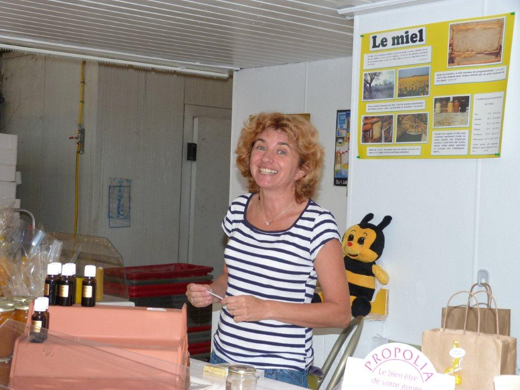 halles_narbonne_la-ruche-des-halles_miel_propolis_gelee-royale_sucettes_bonbons_02