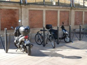 halles_narbonne_generalites_canal_velo_parking-08