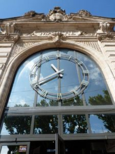 halles_narbonne_generalites_horaires_facade_horloge-1